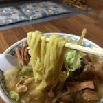 ラーメンすうちゃん - 麺アップ