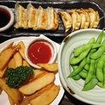 大衆居酒屋 どう銅 - 焼き餃子、揚げ餃子、ポテトフライ、枝豆