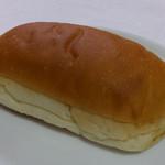 72147169 - ふわふわ大きなコッペパン(粒ピーナッツ)160円
