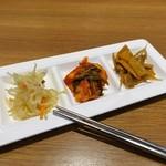 韓国料理Bibim - セルフで、モヤシとキムチとナムルがおかわり自由