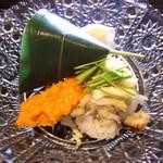 72149984 - 「渡り蟹の飯蒸し」と、「穴子の笹寿司」