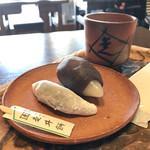 走井餅老舗 - 走井餅と月見だんご 煎茶のセット