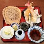 72154482 - 天然大海老と野菜天付ざる蕎麦(御夫人のざる蕎麦食べ比べ)2246円