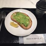ディーン&デルーカ - アボカドトースト