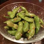 東京立ち飲みバル - 枝豆のペペロンチーニ(税別550円)