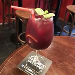 東京立ち飲みバル - 自家製サングリア・RED(税別600円→ハッピーアワーで30%オフの420円)