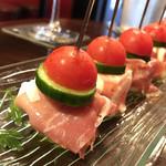 東京立ち飲みバル - 生ハムとクリームチーズのピンチョス