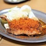うどん酒場 香川一福 - 香川名物 骨付き鶏 もも焼き 赤鬼