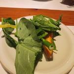 魚のまるた - 先ずは糸島産野菜のサラダからスタートです。