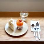 72157943 - 季節のショートケーキ桃とルパンプルムース                       お皿とカトラリーも素敵。