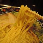 72158769 - 麺は中太麺、チョい縮れ入った麺線。