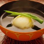 日本料理 晴山 - 椀:海老と玉蜀黍真薯