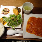 72162440 - ◆海老チリソース煮定食(1080円:税込)・・海老チリに前菜盛り合わせ・スープ・ご飯などが付きます。