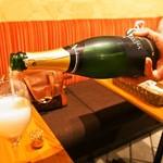 シャンパン食堂 - 6周年記念ボトルくじの「ヴーヴ レイエ ブリュット」