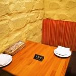 シャンパン食堂 - テーブル席