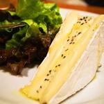 シャンパン食堂 - トリュフ風味のブリー