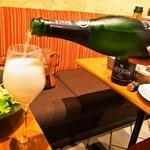 シャンパン食堂 - 2本目のシャンパンは「アヤラ ブリュット マジュール」