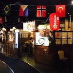 72164159 - 店内にはなぜか世界の国旗が…。ラーメンは北海道のお店が8店舗集まっています。