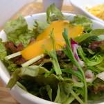 Kado-no-Casshiwa - 野菜サラダ・・リーフ系で、ドレッシングが少ないですね。
