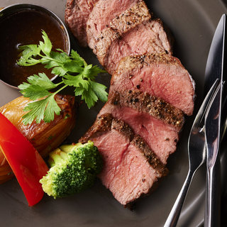 こだわりの安全安心のホルモンフリー牛を使用したステーキ