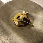 グリシーヌ - フォアグラのポワレとトウモロコシのブリュレ トンカ豆の風味のポップコーン添え