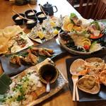 炉端 小次郎 - 天然地魚の姿造りとカニ味噌の甲羅焼き付き 松茸と秋鮭の土瓶蒸し風ホイル焼きコース3500円