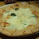 ITALIAN QUATRO - 4種のチーズたっぷりクアトロフォルマッジオ  1,280円
