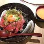 壱屋 - ローストビーフ丼(+味噌汁) 850円