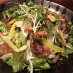 御八 - 黒毛和牛の焼肉サラダ800円