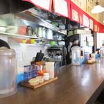 つけ麺 海鳴 - カウンター8席のみのお店です。