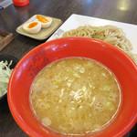つけ麺 海鳴 - 黄金の鶏白湯つけ麺 麺200g(半熟玉子) キャベツ付き 850円。