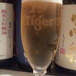 オイスターバー ワーフ - シンガポールの生タイガービール790円