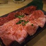 ホルモン焼肉 肉の大山 - 三種盛(カルビ・ロース・ハラミ)1,480円