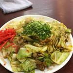 蘭蘭 - 肉と野菜のピリ辛炒め 美味しいです。ご飯にも合うしお酒にも合いそう。