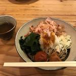 紀乃國屋 - 料理写真:大きな削り鰹が食欲をそそります