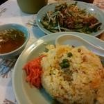 くいしんぼ - 料理写真:ニンニクヤキメシ&ニラレバ炒め