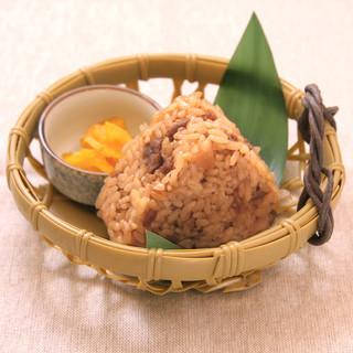 大分産ヒノヒカリ使用!鶏の風味が引き立つ「鶏飯」