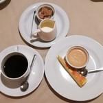 72200633 - デザート盛り合わせとコーヒー