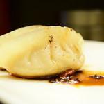 菜香餃子房 - 焼餃子@税込500円:2個目以降は、自家製の花山椒に、辣油と黒酢で。