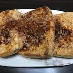 長谷川豆腐店 - オーブンで焼いた後に鰹節と醤油かけてみた
