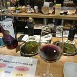 ローマ軒 - カウンターのボトルとグラス