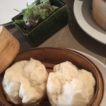 GRIS - ネギ豚と小さい饅頭(2個)800円