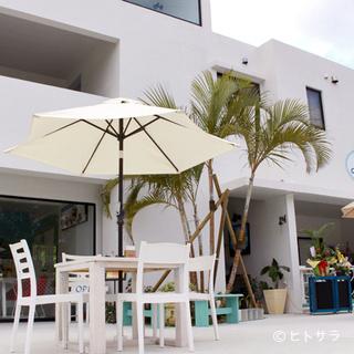 海岸まで徒歩3分!沖縄西海岸沿いの隠れ家的リゾートカフェ