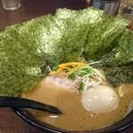 らぁ麺 はせ川 - ラーメン(中盛+煮卵+海苔)麺硬め