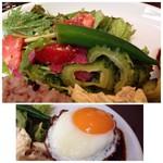ヒッコリー - 野菜サラダは「ゴーヤ」「ミニトマト」「葉物野菜」など数種類が盛られ、 ドレッシングもいい味わい。