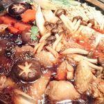 名古屋コーチンと個室居酒屋 天錦  - 名古屋コーチンのすき焼きを煮ているところ(コース料理のさつきコース)