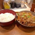 祭太鼓 - 「冷やしかつ丼」(上ロース、シングル770円)。ご飯と頭を分けて配膳する意味が分からない。