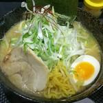 さっぽろ麺屋 文太郎 - 味噌ラーメン+ネギ 麺をひっぱりだし