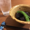 一八 - 料理写真:お通しの揚げ浸しと、佐藤の黒水割り500円。焼酎が安い!