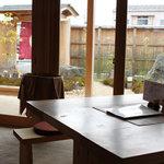 玄米庵 - テーブル席
